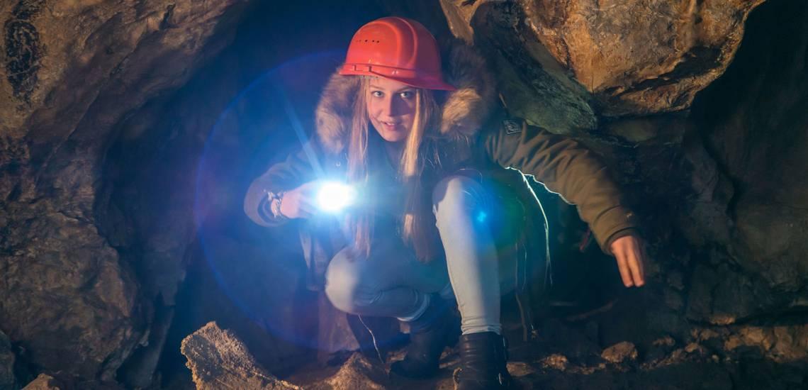 Taschenlampenfuehrung in der Hermannshoehle der Ruebelander Tropfsteinhoehlen Oben im Harz 3 ©J.Reichel/Tropfsteinhöhlen Rübeland